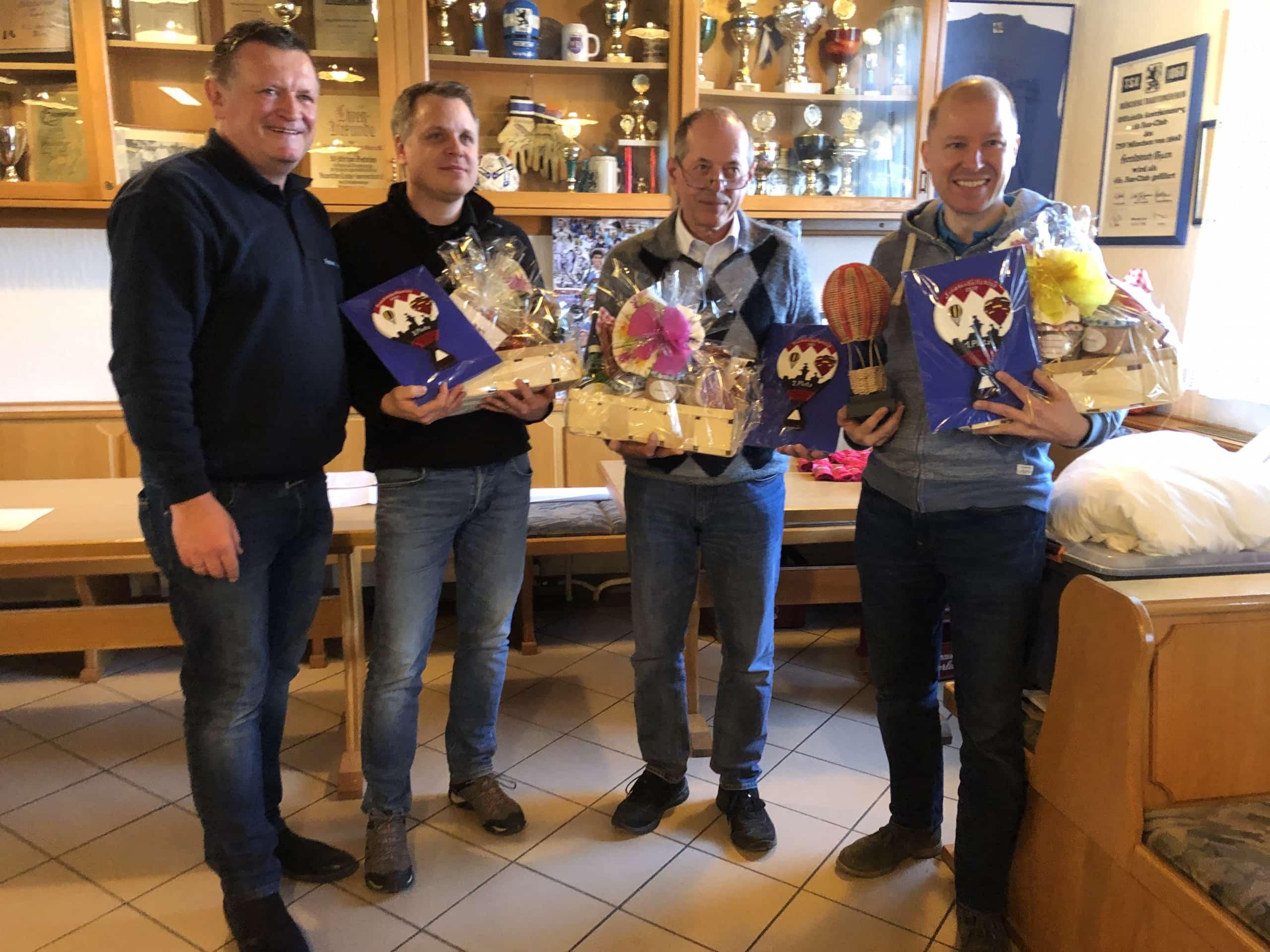 Die Gewinner des Frankenballoncup 2020: v.R. Martin Wegner (1. Platz), i.V. Gerold Kräck (2. Platz: Katharina Kräck), Mirko Fridrici (3. Platz), Manfred Eckstein (Präsident, Veranstaltungsleiter)