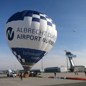 Der Airport-Ballon beim Start vom Airport Nürnberg