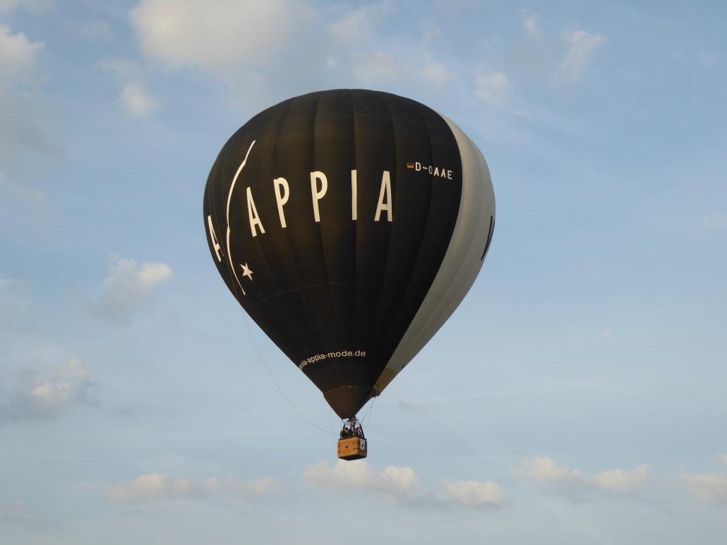 Heißluftballon des Modehauses Via Appia