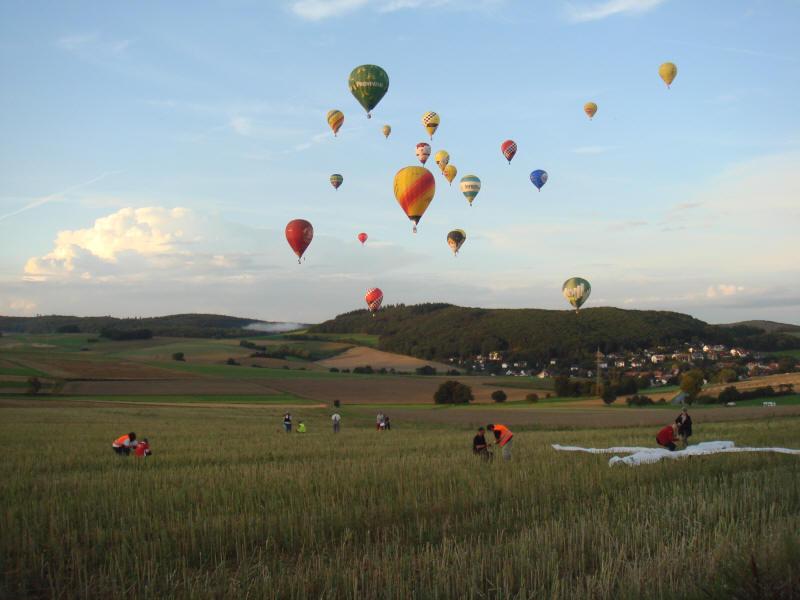 Blick auf das Zielkreuz und die nahenden Ballone
