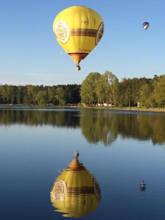 Unser Warsteiner-Ballon über dem Dechsendorfer Weiher