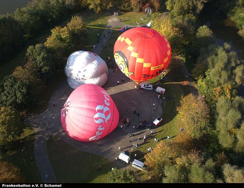 Start mehrerer Ballone von der Satzinger Mühle von oben