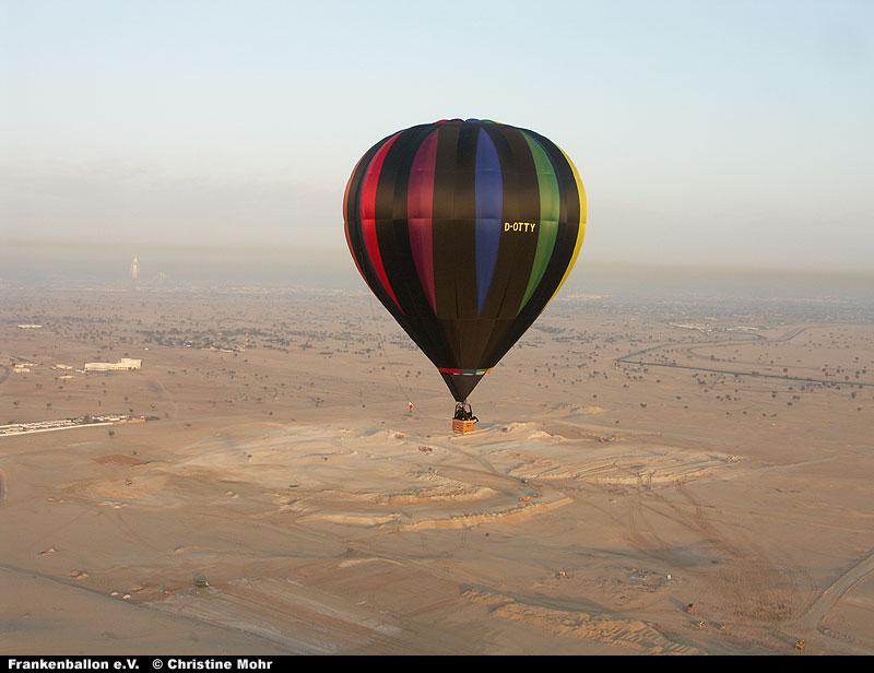 Heißluftballon über Dubai