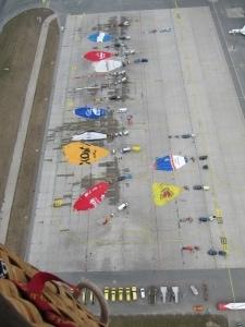 Aufbau der Ballone beim Frankenballoncup von oben fotografiert