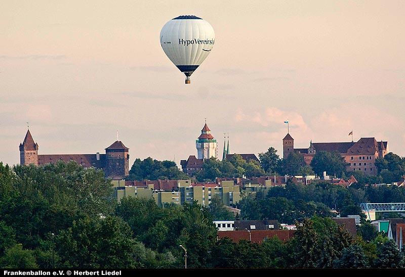 HVB-Ballon über Nürnberg