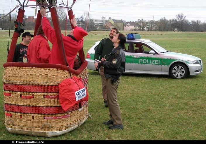 Besuch der Polizei bei der Landung