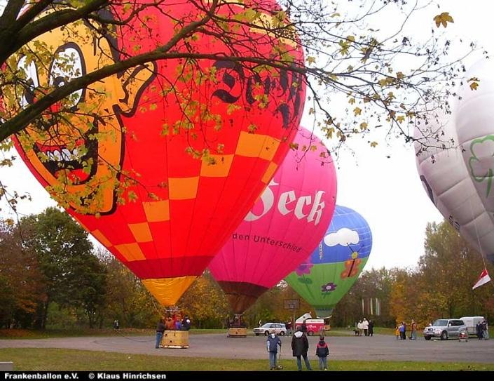 Start mehrerer Heißluftballone an der Satzinger Mühle Nürnberg