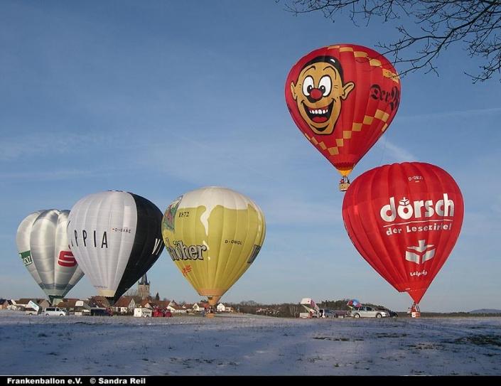 Start mehrerer Heißluftballone
